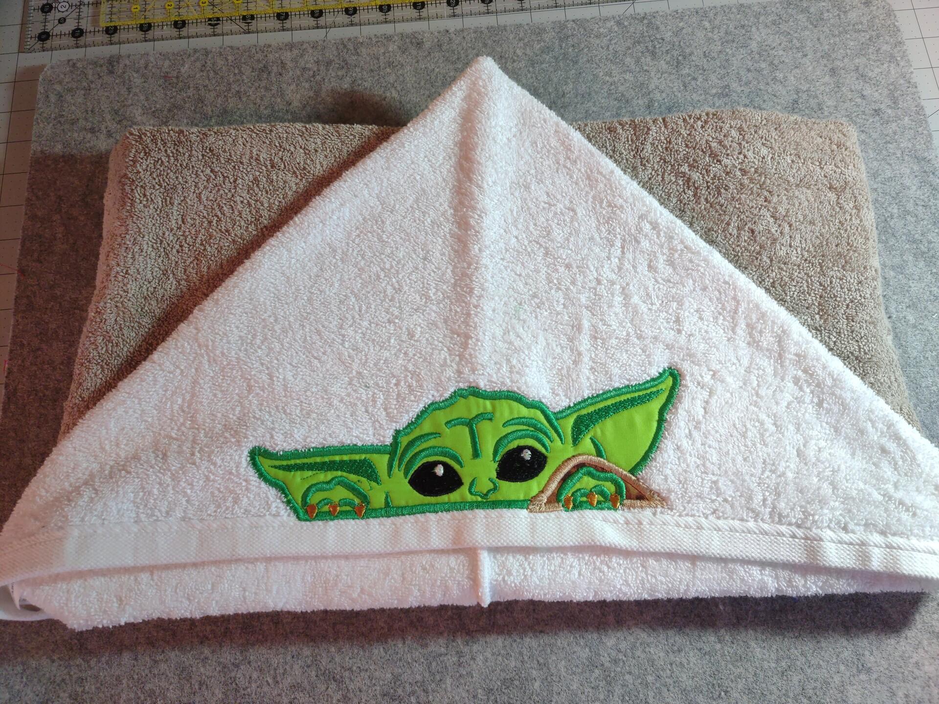 Baby Yoda Peeker